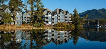 Water's Edge Shoreside Suites