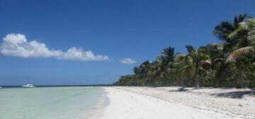 Cuba: Nostalgia, colonial, ambience,culture & nature